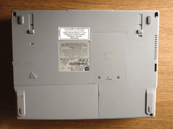 Notebook Toshiba Satellit 100CS Вид сзади ноутбук Тошиба Сателлит 100