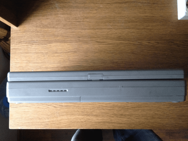 Ноутбук Toshiba Satellit 100CS Тошиба Сателлит Вид спереди