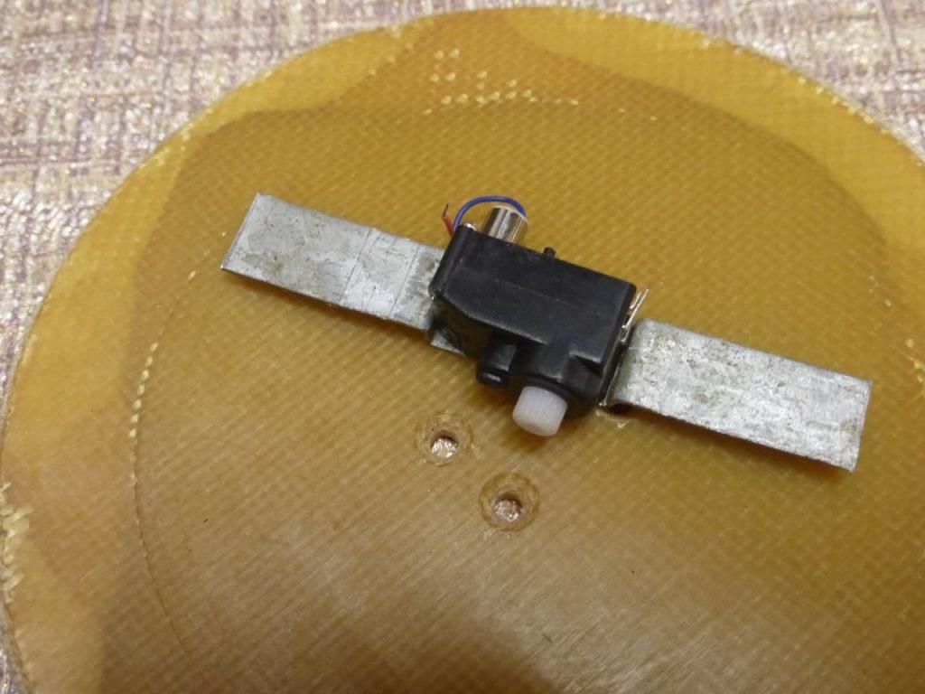 крепление сервопривода рулевого механизма ваз2108 1:24