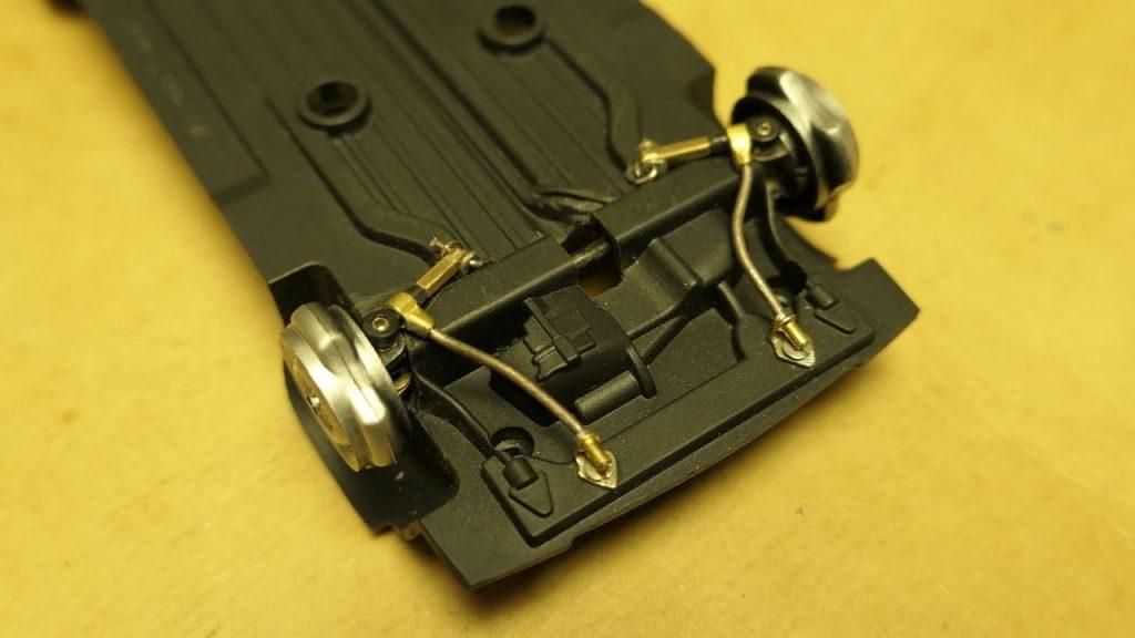 крепление растяжек передней подвески ВАЗ-2108 1:24 RC модель Hachette