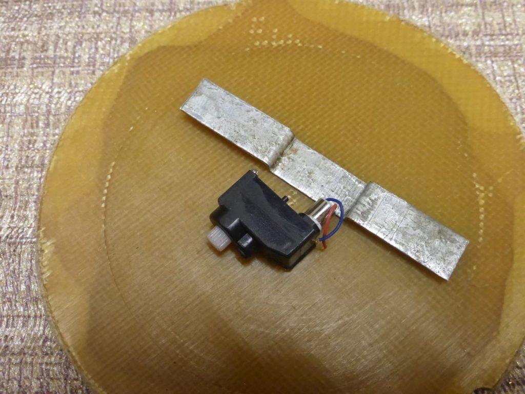 кронштейн для крепления сервопривода рулевого механизма модели на радиоуправлении ваз2108