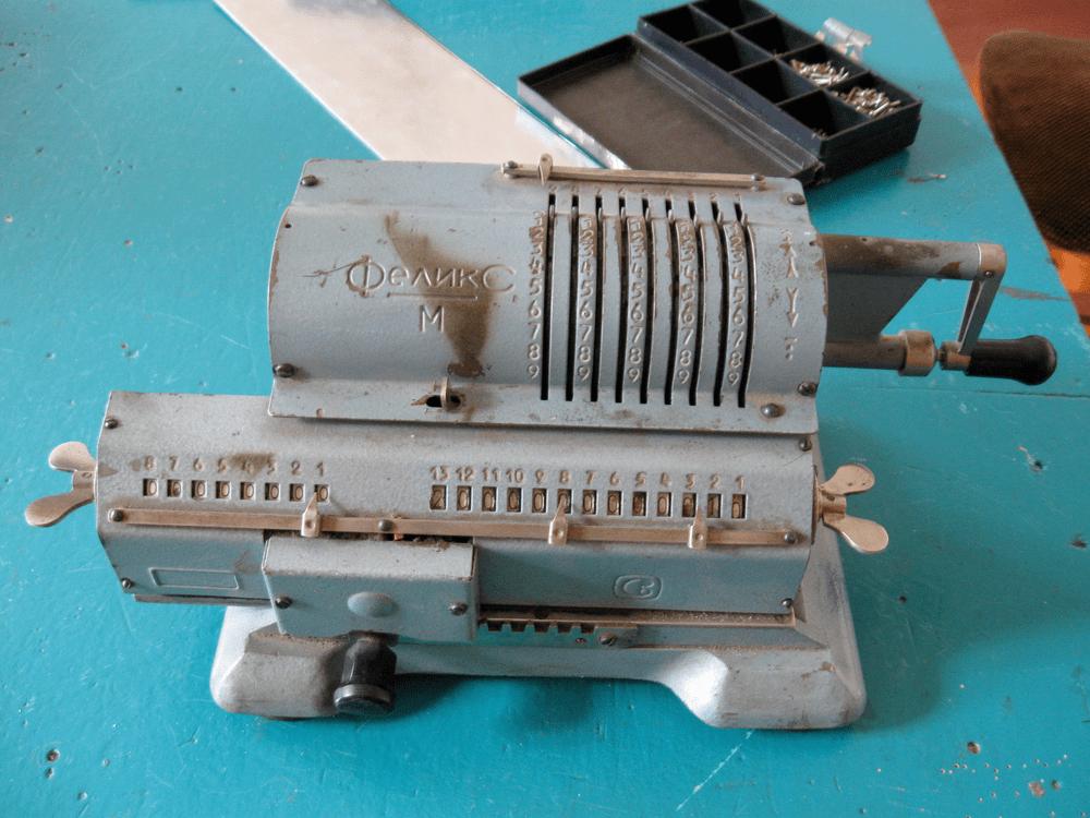 Счетная машинка Феликс М  калькулятор ручной инженерные приколы