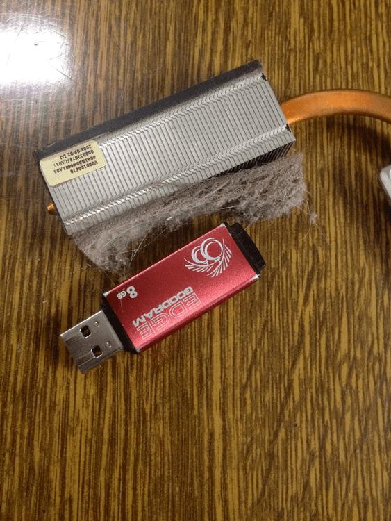 Забитая система охлаждения ноутбука TOSHIBA чистка ноутбука инженерные приколы