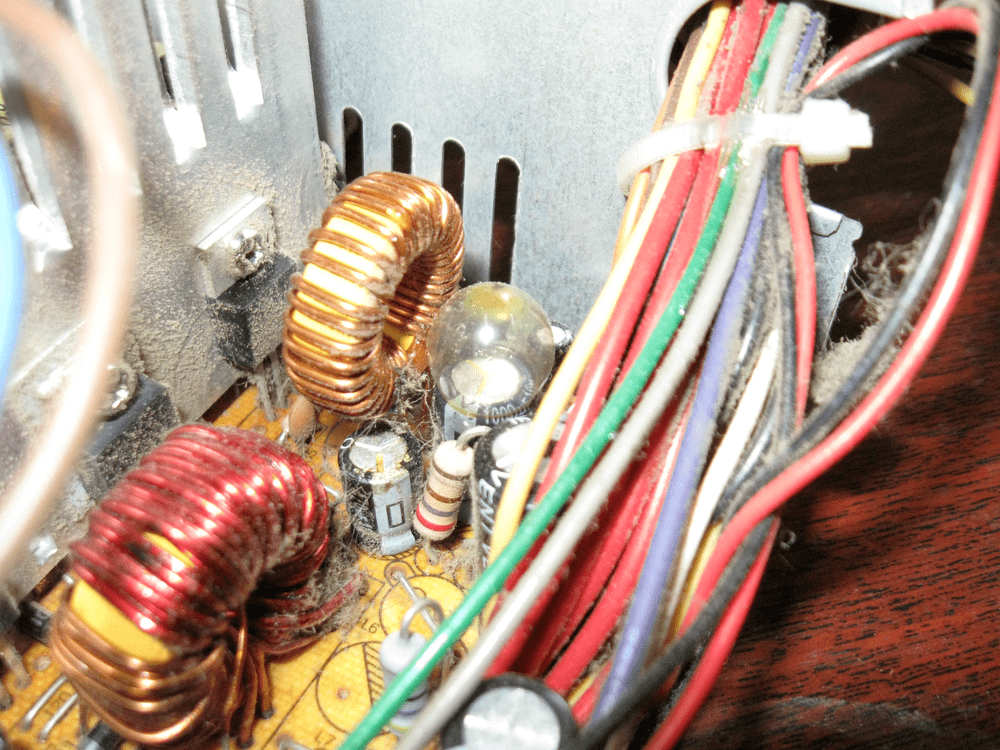 Компьютерный блок питания дутый конденсатор БП инженерные приколы