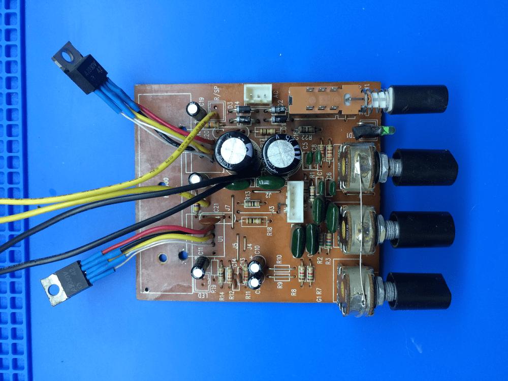 Плата TDA2030 с вынесенными микросхемами вид сверху усилитель тда2030