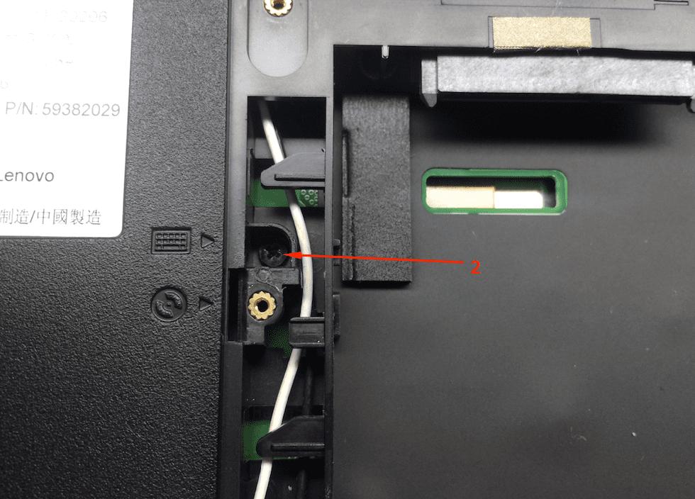 Спрятанный винт клавиатуры ноутбука Lenovo B590 снятие клавиатуры
