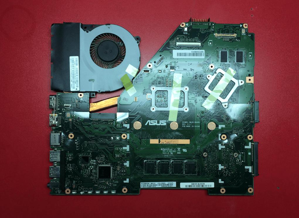 Материнская плата Асус R513CL с системой охлаждения вид сверху