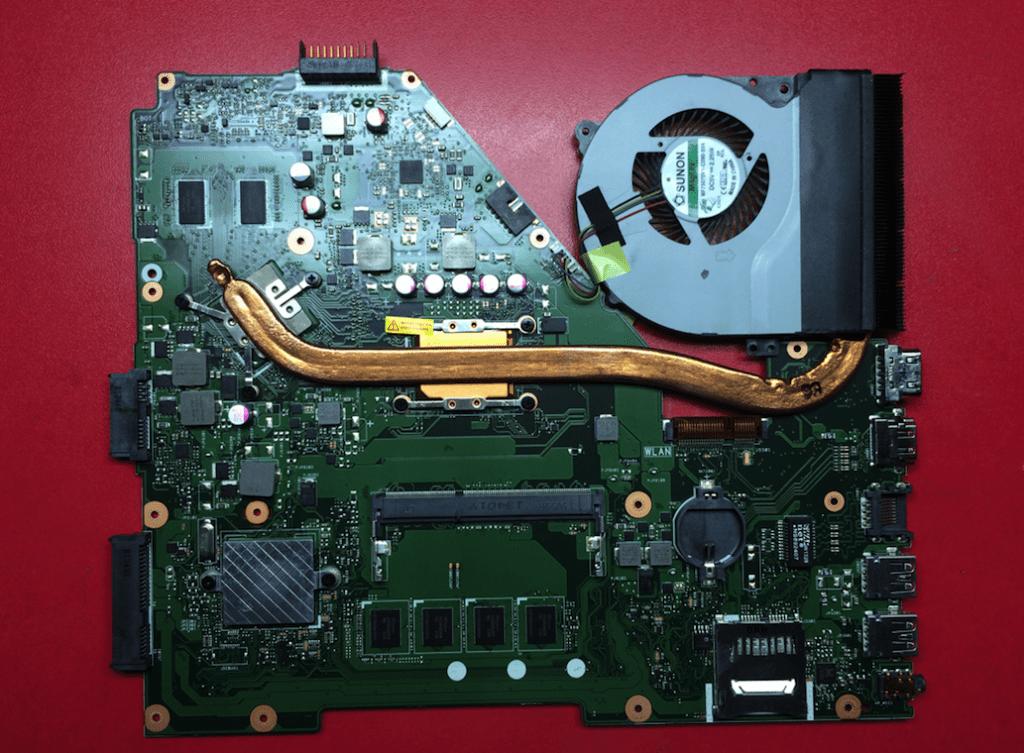 Asus R513CL X550CL общий вид со стороны процессора с охлаждением