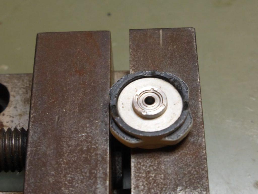 крепление подшипника кернением подшипники для модели на радиоуправлении запорожец заз 965 1:24