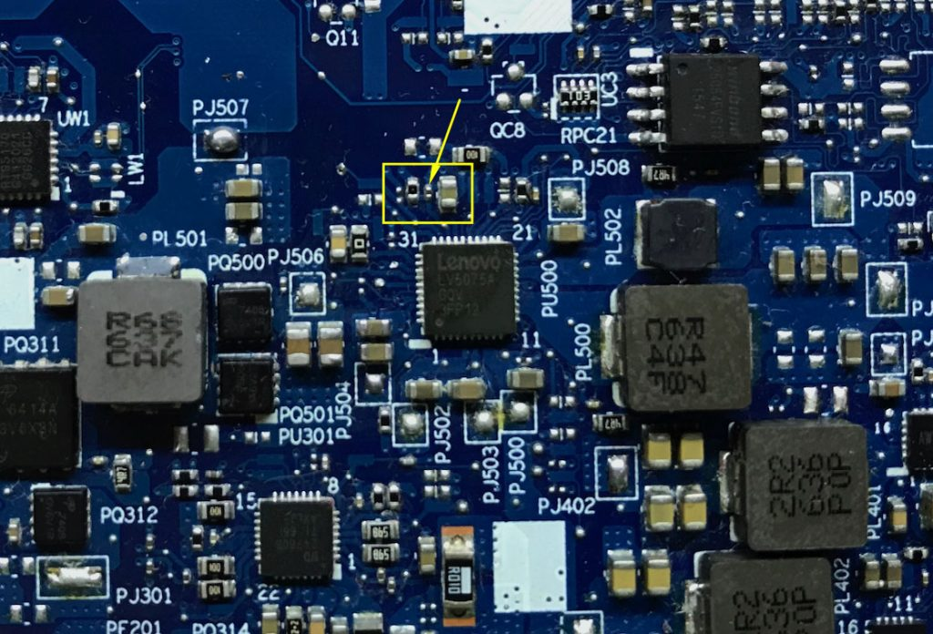 Сгоревший конденсатор который закоротил вывод микросхемы  PU500 Lenovo 310-15IKB NM-A981