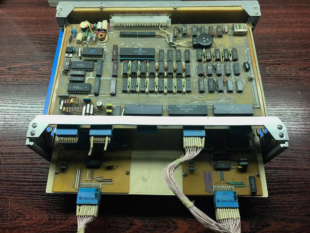 Самодельное шасси ПРК Orion-128 с материнской платой и ROM дисками