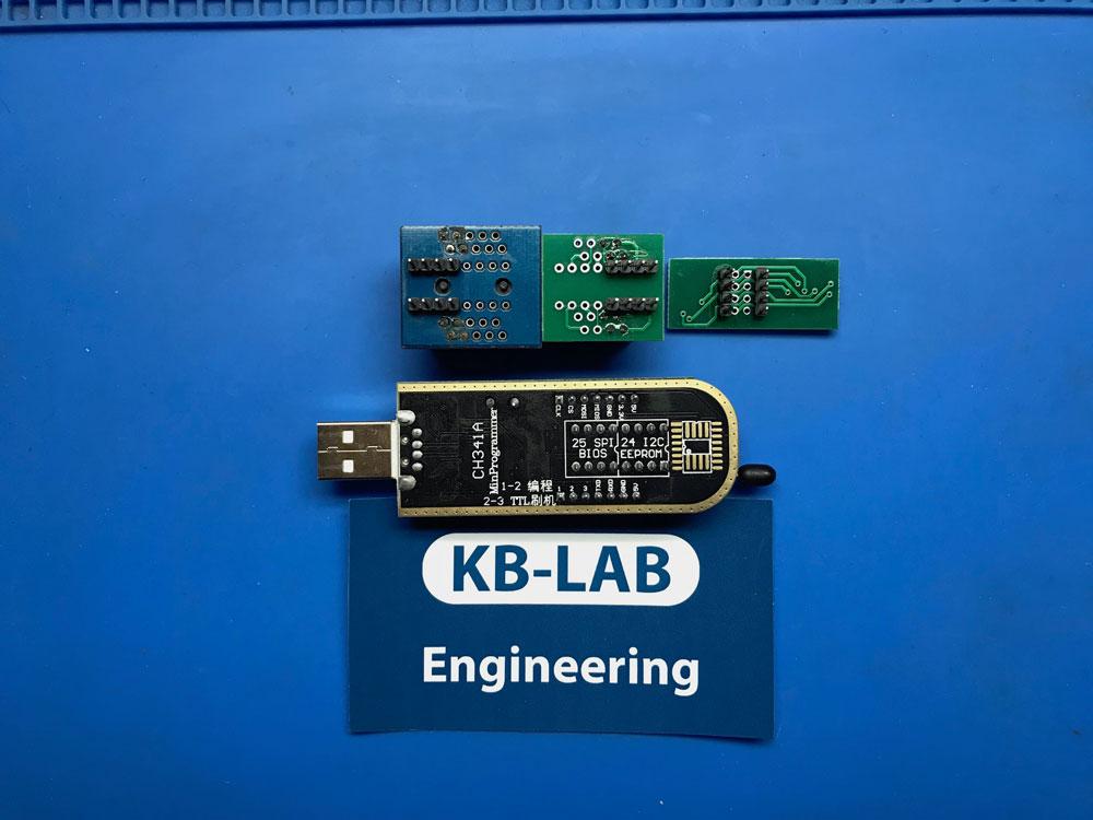 Вид с обратной стороны программатор CH341A с насадками c dip8 на SOIC8 150mil и 200mil