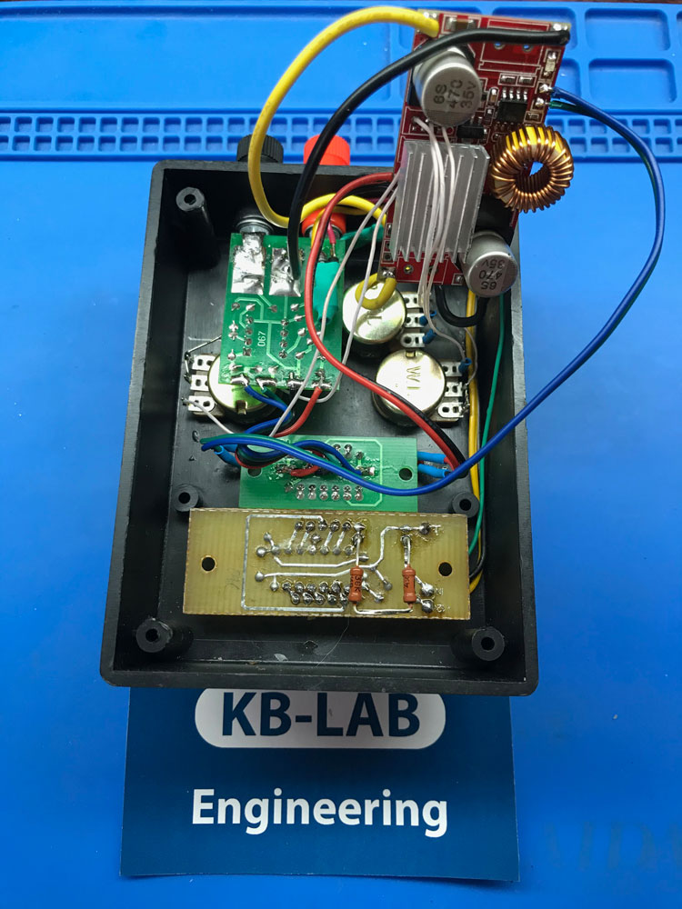 Зарядное устройство на XL4015 в середине общий вид